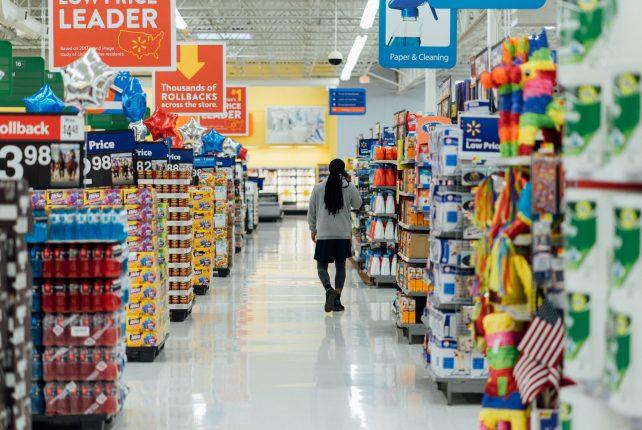 Priporočila NIJZ glede števila potrošnikov v trgovini in razdalje med njimi (koronavirus – COVID-19)
